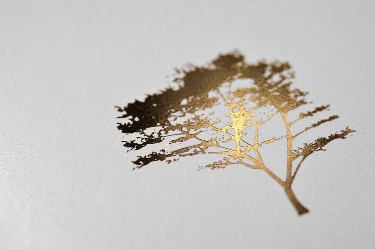 Aufdruck Baum im Prägedruck